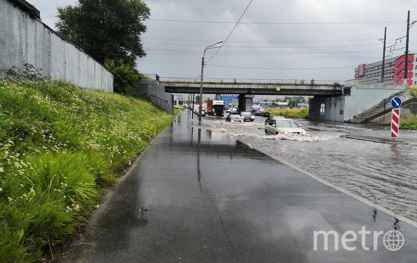 "Дождь затопил дороги в Санкт-Петербурге. Фото https://vk.com/spb_today, ""Metro"""