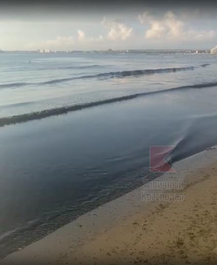 Как Чёрное море почернело. Фото скриншот видео https://vk.com/typical_krd