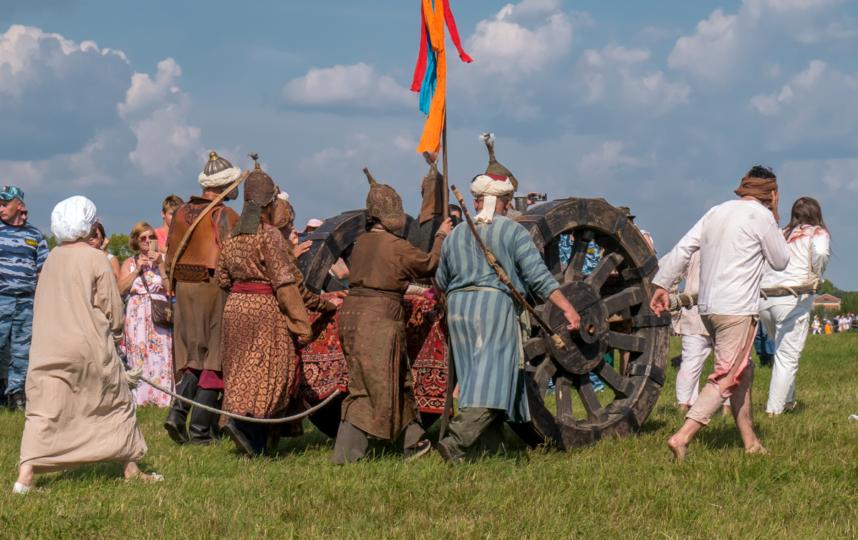 """Каждый год в память о битве проходит военно-исторический фестиваль """"Битва при Молодях"""". Эти кадры сделаны в 2019-м, в этом году из-за коронавируса его отменили. Фото Михаил Шохин"""