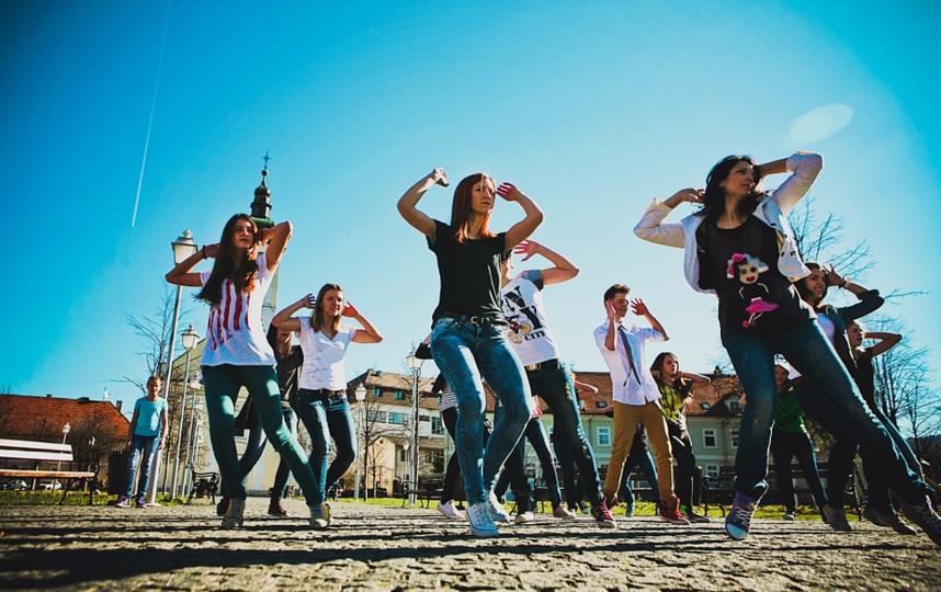 По мнению представителей ВОЗ, причиной всплеска пандемии в некоторых странах стало неосторожное поведение молодежи. Из архива. Фото pixabay.com