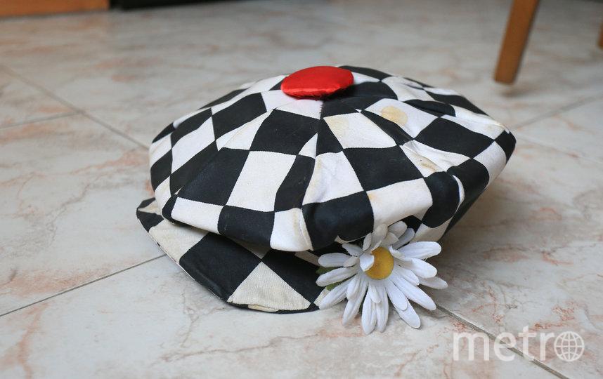 Одна из кепок солнечного клоуна, сделанная им самим. Фото Василий Кузьмичёнок