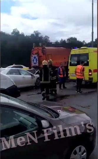 На месте аварии работают сотрудники ГИБДД. Фото канал MeN Film's, Скриншот Youtube