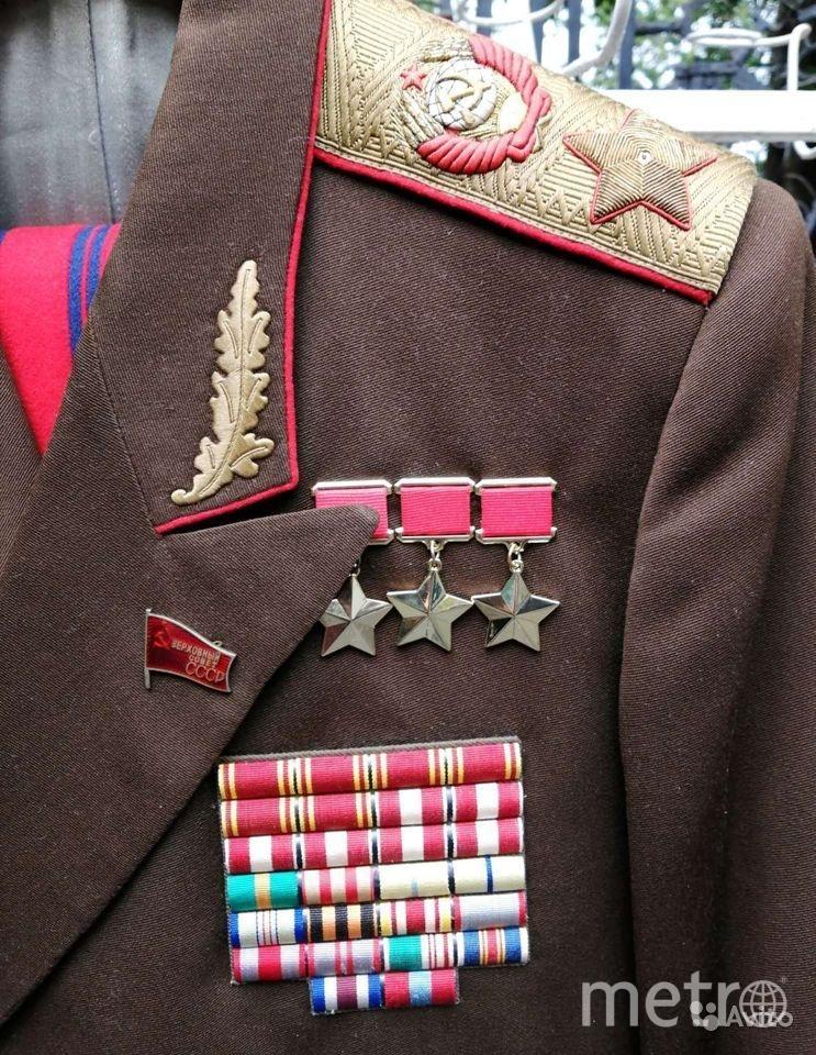 Продавец утверждает, что  всё, кроме звёзд СССР, оригинальное, в хорошем состоянии и без дыр. Фото скриншот: avito