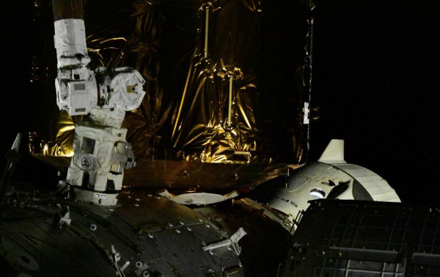 "Crew Dragon отстыковался от МКС. Фото Скриншот Twitter: @ivan_mks63, ""Metro"""