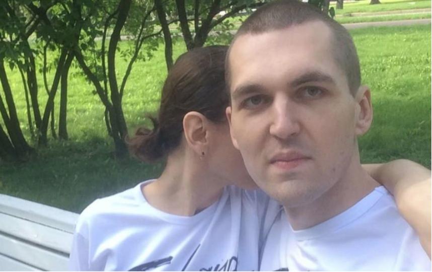 """Энди оставил такую подпись к этому фото: """"Сегодня мы с женой люди в белом и ищем, где бы зарубиться в баскет"""". Фото Скриншот Instagram/kkkartrait"""