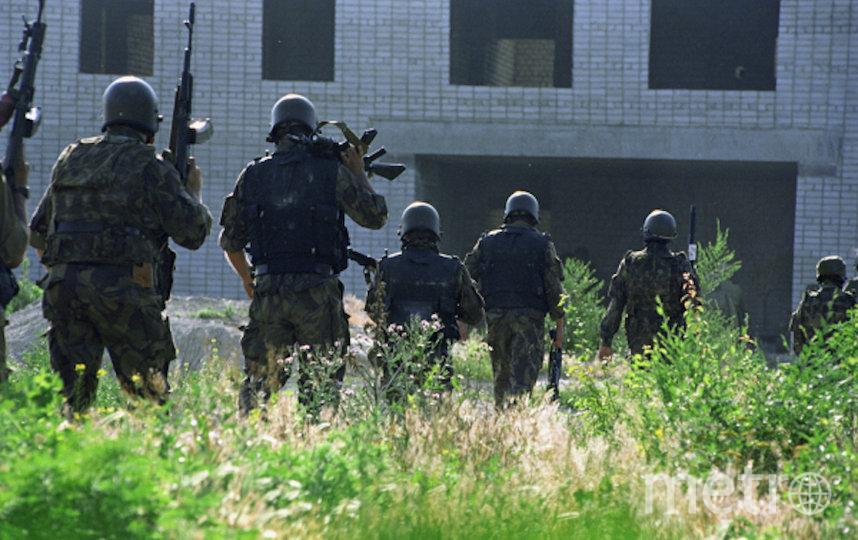 Бойцы спецподразделений перед штурмом больницы, захваченной террористами. Фото РИА Новости