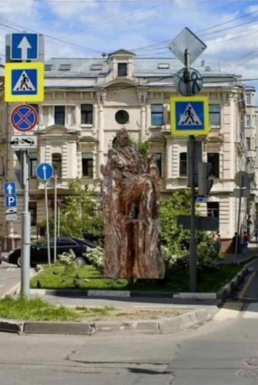 Визуализация, размещённая пользователями Facebook. По словам Франгуляна, так смотрелся бы монумент высотой 7,5 и 11 метров. Фото Facebook