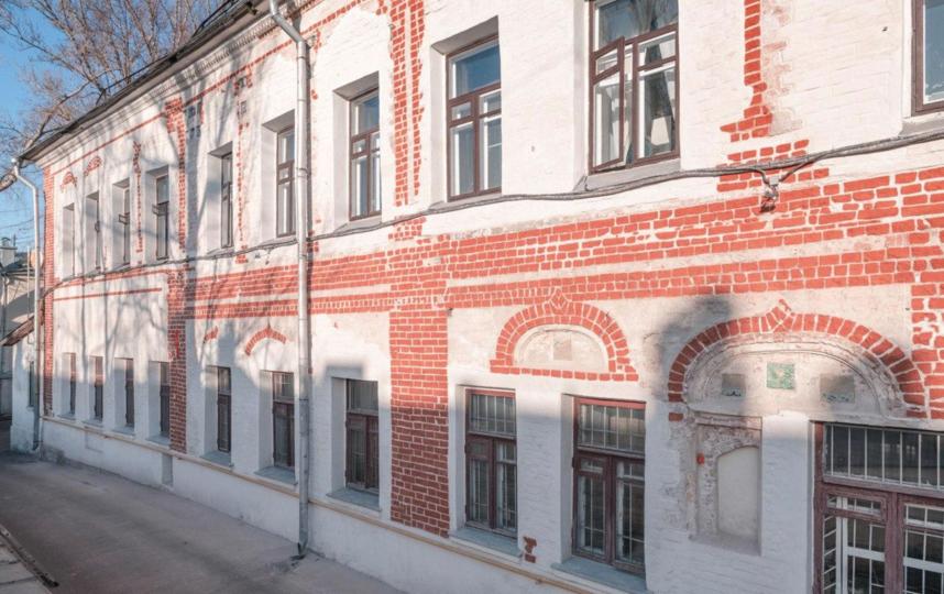 Галереи – это вынесенные за границу дома коридоры, которые помогали не тратить жилые метры на лестницы и снижали затраты на стройку, ведь их строили из дерева. Фото Instagram @fondvnimanie