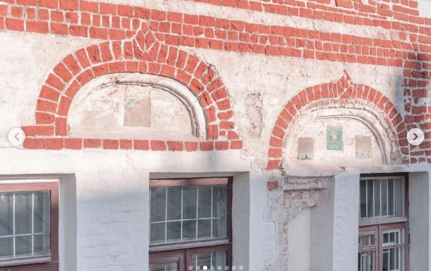 Каменные палаты середины XVII века сегодня. Москва, Подколокольный пер. 11/11/1. Фото Instagram @fondvnimanie