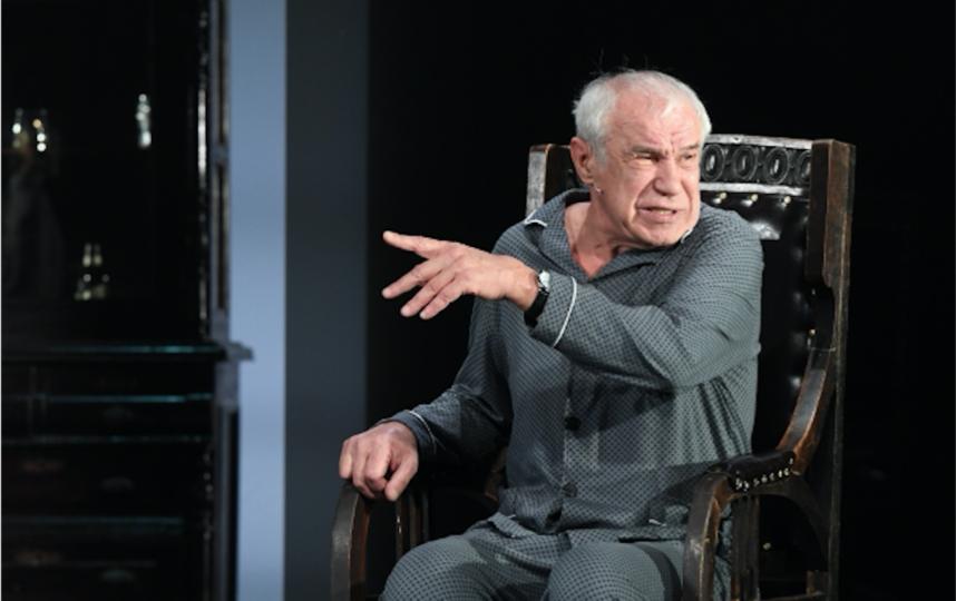 Сергей Гармаш на сцене театра. Фото Владимир Астапкович, РИА Новости