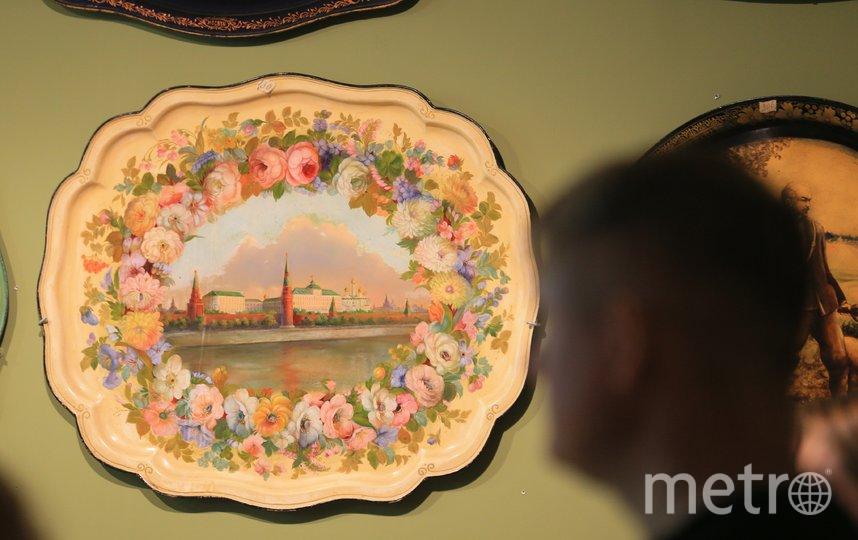 В музее Жостовской фабрики подносы разных форм и на разные сюжеты. Фото Василий Кузьмичёнок