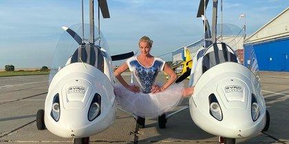 Ноу-хау российской балерины: Анастасия Волочкова опробовала шпагат на автожирах