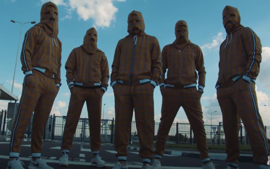 Игроки «Ростова» в стилизованных под фильм костюмах. Фото скриншот канала FC ROSTOV на YouTube, Скриншот Youtube