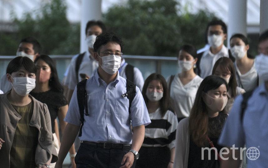 Жители Японии носили маски и до пандемии коронавируса. Фото AFP