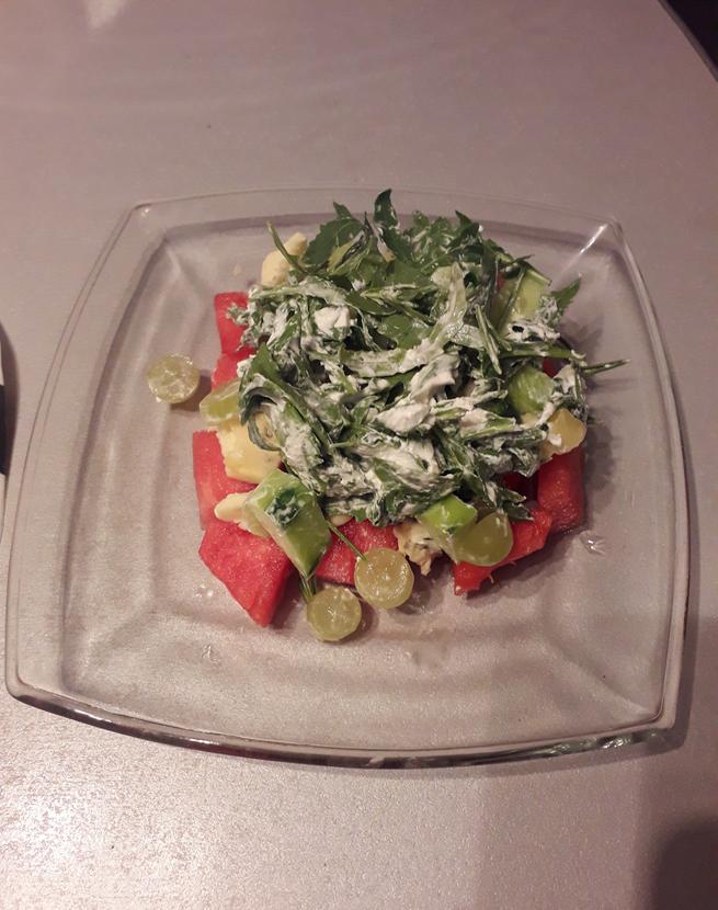 "Салат с арбузом (в домашних условиях). Фото Мария Позина, ""Metro"""