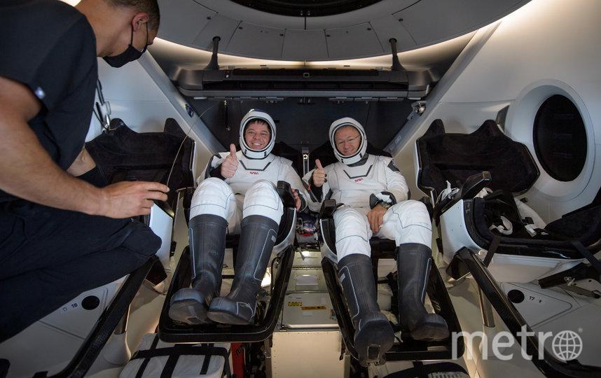 Возвращение астронавтов Роберта Бенкена и Дугласа Хёрли на Землю. Фото AFP