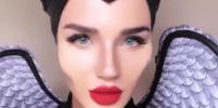 Российская стюардесса впечатлила Сети, скопировав образ Анджелины Джоли
