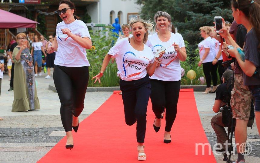 Участницы из разных городов устроили дефиле и забег… на каблуках. Фото Василий Кузьмичёнок