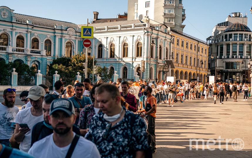 Очередь на вход в здание посольства Белоруссии в Москве, 9 августа 2020 год. Фото AFP