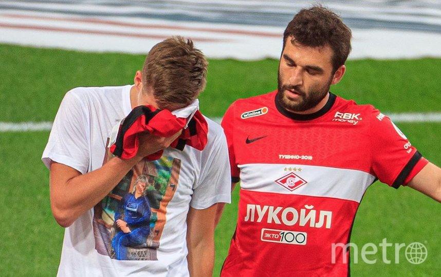 Александр Соболев после забитого гола, которого утешает Георгий Джикия. Фото Instagram @a.sobolev97