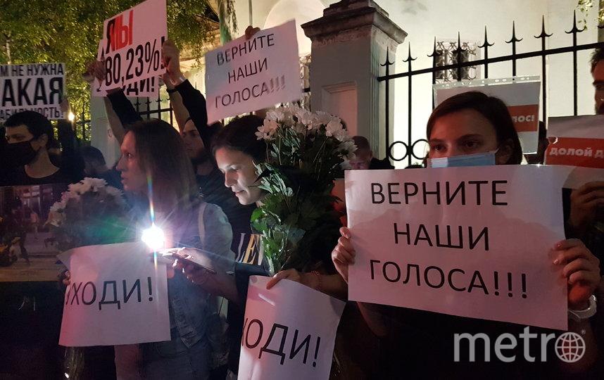 У здания посольства Белоруссии в Москве проходит митинг. Фото Василий Кузьмичёнок