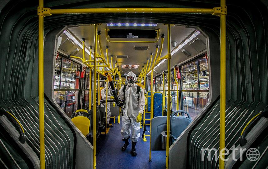 Санобработка автобусов в городе Санта Кандида, Бразилия. Фото AFP