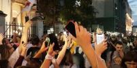 В Минске ОМОН начал разгонять людей, которые несут цветы к месту гибели демонстранта
