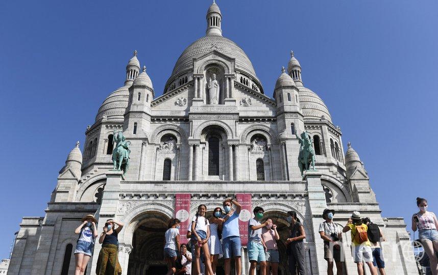 Режим распространяется на оживленные открытые районы французской столицы, включая берега реки Сены и знаменитый район Монмартр. Фото AFP