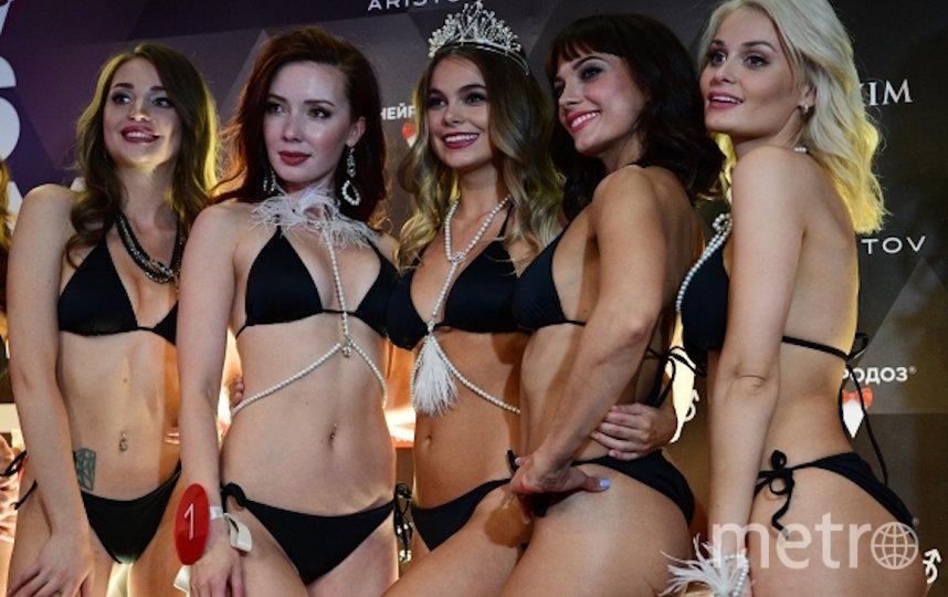 Октябрина Максимова и финалистки. Фото РИА Новости