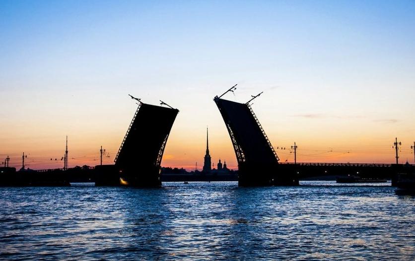 Дворцовый мост. Фото Pixabay.