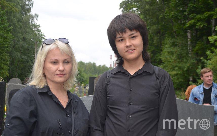 """Поклонник Цоя Виктор с мамой. Фото Людмила Сагайдачная, """"Metro"""""""