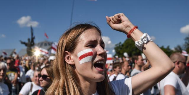 Митинг оппозиционеров.