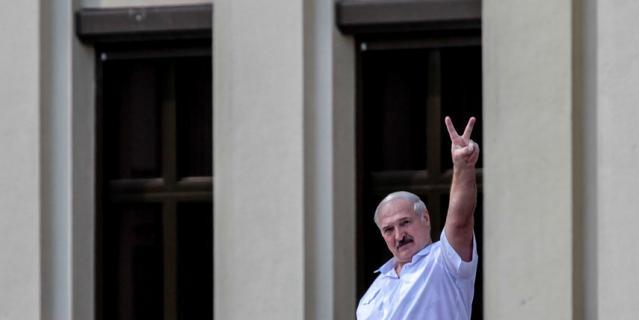Александр Лукашенко на митинге в свою поддержку.
