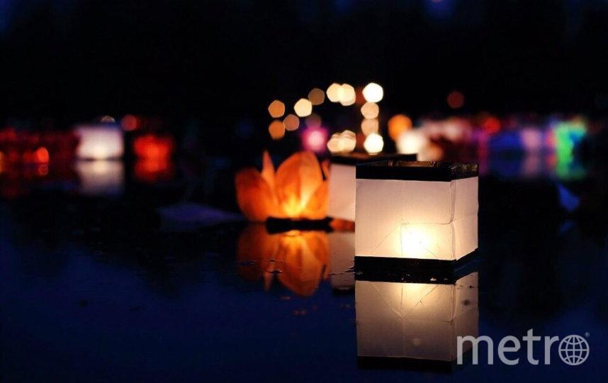 """Фонарик-лотос символизирует духовное счастье, а фонарик-куб - материальные блага. Фото www.водные-фонарики.рф, """"Metro"""""""