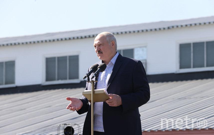 Александр Лукашенко выступает перед работниками МЗКТ. Фото AFP