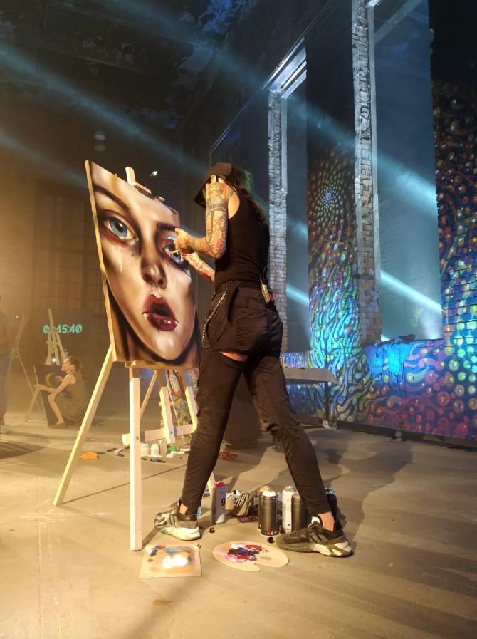 """Художники получили задание чуть больше часа назад. Фото Евгения Назарова, """"Metro"""""""