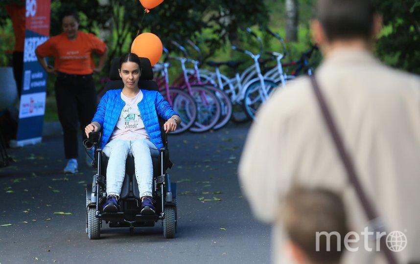 В парке «Красная Пресня» любой желающий теперь может покататься на электрической коляске. Фото Василий Кузьмичёнок