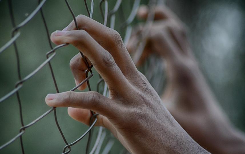 Движение АУЕ до 2000 года было распространено в тюрьмах, но позже стало популярно в проблемных населённых пунктах отдельных регионов, действуя в школах, интернатах, детских домах и спецучилищах. Фото Pixabay