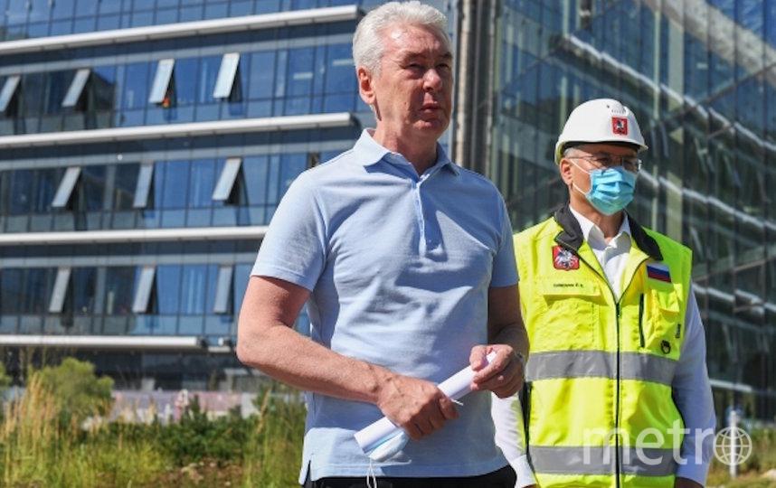 Собянин инспектирует стройку. Фото РИА Новости