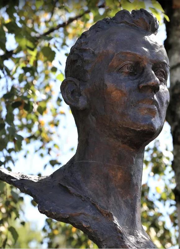 Памятник Валерию Брумелю. Фото предоставлено пресс-службой ДИМК МО РФ