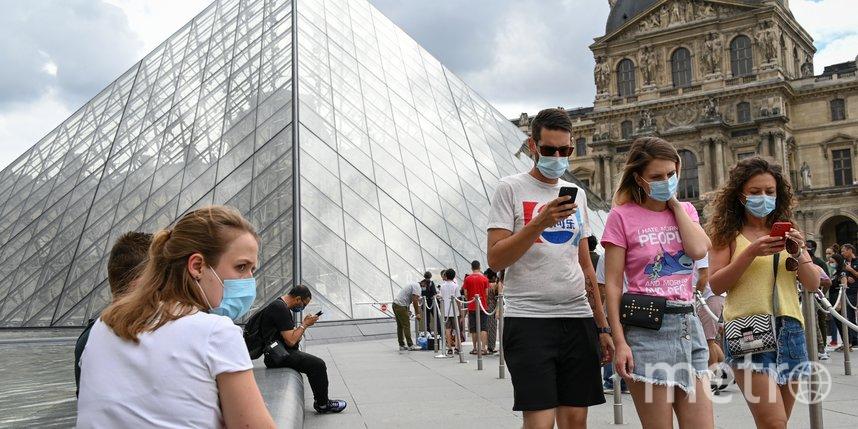 Французов обяжут носить маски в офисах