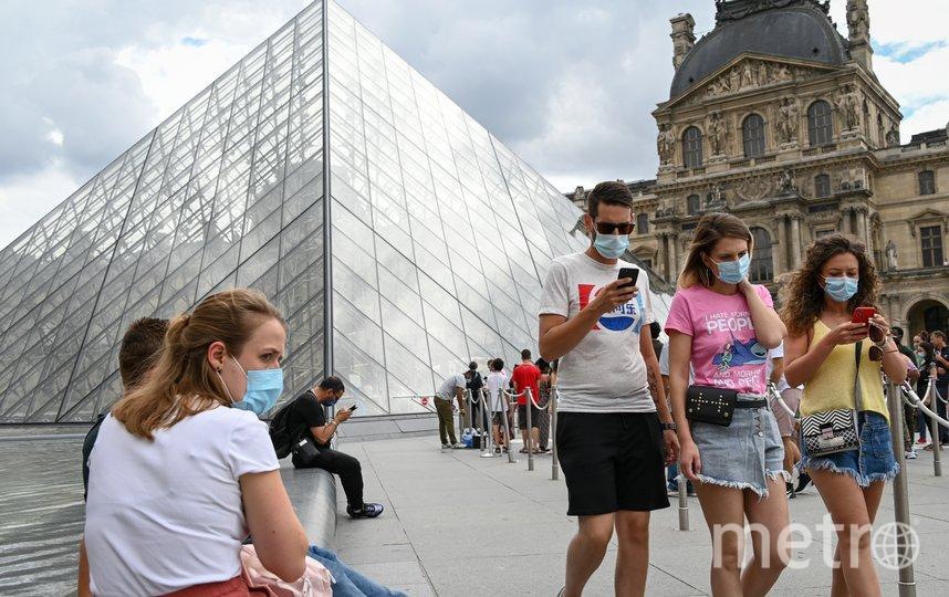 Ранее обязательное ношение масок было введено в ряде французских городов на улице в людных местах. Фото AFP
