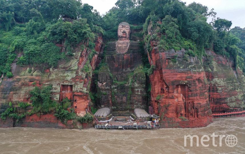 Лицо Будды обращено к расположенной напротив священной горе Эмэйшань. Фото AFP