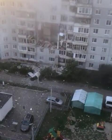 """На месте взрыва в Ярославле работают кинологи –ищут людей, которые могут быть под завалами. Фото telegram-канал """"Раньше всех. Ну почти"""""""