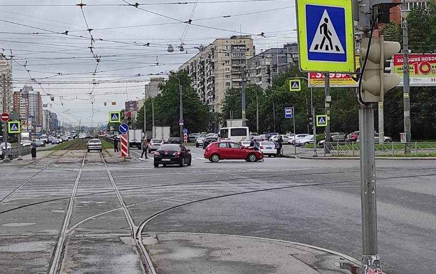 "ДТП в Петербурге. Фото https://vk.com/spb_today, ""Metro"""