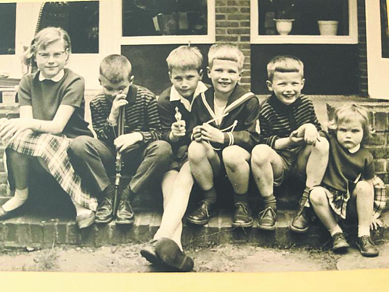 """В детстве Аннетт (справа) проводила много времени со своими кузенами и старшей сестрой Эвелин, впоследствии ставшей политиком и дипломатом. Фото предоставила Annette Herfkens, """"Metro"""""""