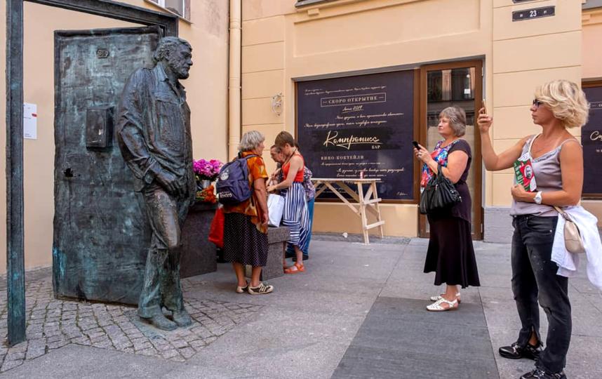 """Памятник Сергею Довлатову, 2019 год. Фото Алена Бобрович, """"Metro"""""""