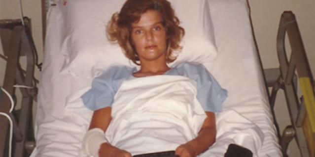 Аннетт Херфкенс в больнице Сингапура – ей пришлось перенести немало операций там, а позже и в Голландии.