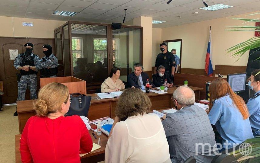 Участники процесса по делу Михаила Ефремова о смертельном ДТП в зале Пресненского суда. Фото Кадр из фильма.