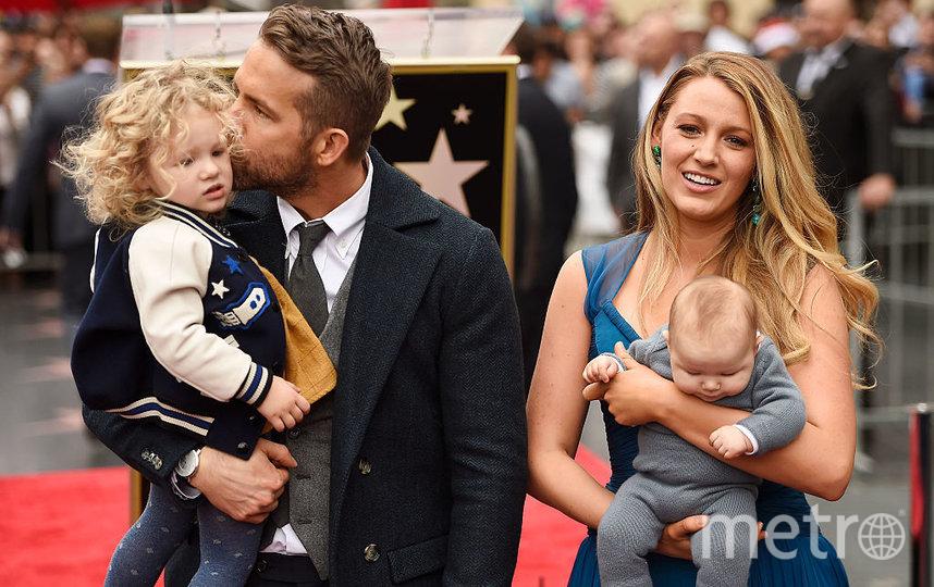 Блейк Лайвли и Райан Рейнолдс с детьми. Фото Getty